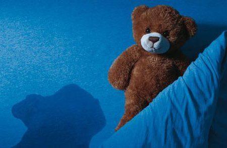 Castigos por orinarse en la cama provocan la muerte de un niño