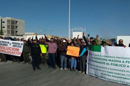 Despachadores desempleados bloquean acceso a Pemex en Reynosa