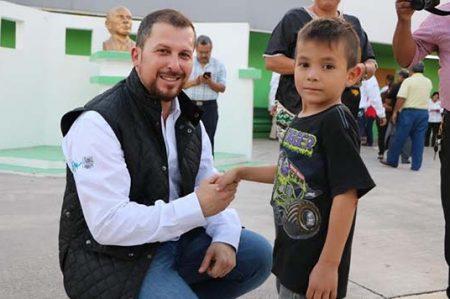 Juan Diego Guajardo activa a los niños de nuestro municipio