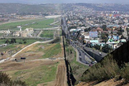 EU abrirá dos proyectos para construir el muro