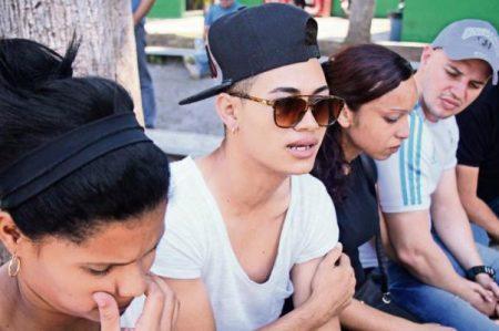 En huelga de hambre, cubanos en sede del INM