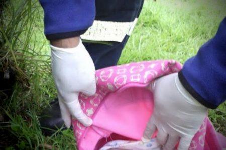 Hallan cuerpo de bebé en mochila