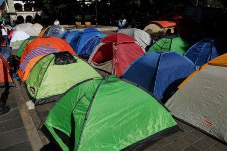 Normalistas intensifican protestas en Palacio de Gobierno de Oaxaca