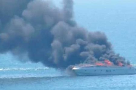 Registran incendio de yate deportivo en Mazatlán