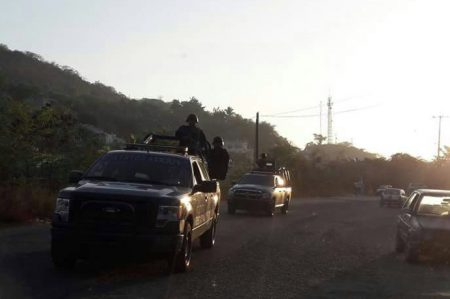Se enfrentan grupos armados en Zihuatanejo