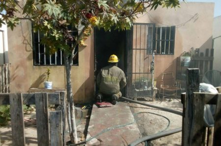 Familia se salva de morir quemada en su hogar