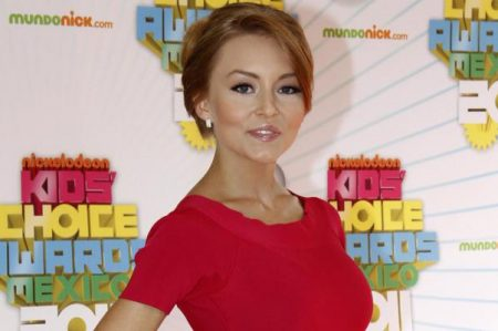 Tachan a Angelique Boyer de prepotente