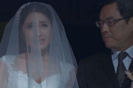 Su jefe tomó el lugar de su papá para llevarla al altar en boda gay (VIDEO)