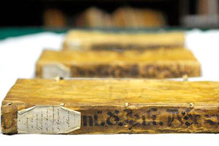 Manuscritos históricos de más de 400 años, a acervo de la BNAH