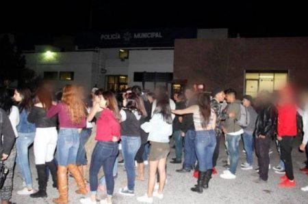 Detectan fiesta clandestina en Juárez; detienen a 45 menores de edad