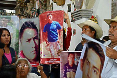 Acusan omisión en investigación de desaparición de familia en Guerrero
