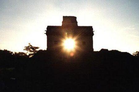 Observan equinoccio desde Dzibilchaltún