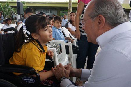 Cumple Jesús de la Garza con la educación especial de niños y jóvenes