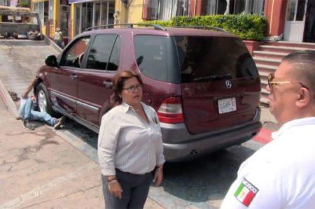 ¿Actuado? Salta a la fama #LadyJuite por estacionarse en un lugar para discapacitados (VIDEO)