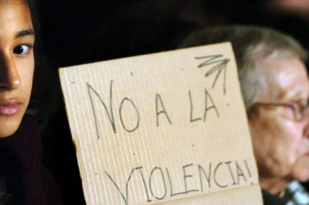 Exigen poner freno a la violencia y desigualdad a la mujer
