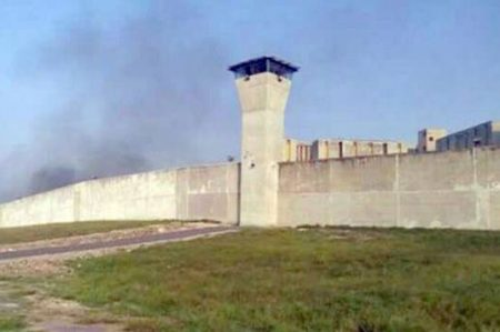 Controla Estado protesta en Penal de Cadereyta; hay siete heridos