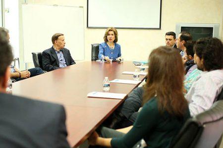 Ex integrante del gabinete de Obama se reúne con alumnos de la UANL
