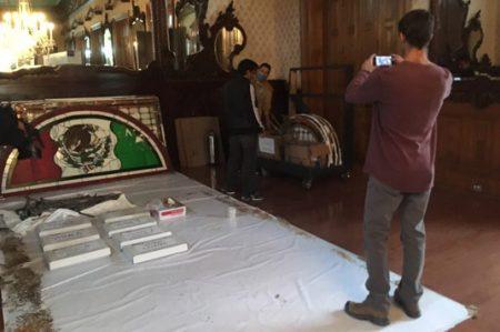 Trasladan a Torreón vitrales de Palacio de Gobierno