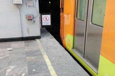 Por falla en vagón, tren golpea con andén en estación Pantitlán