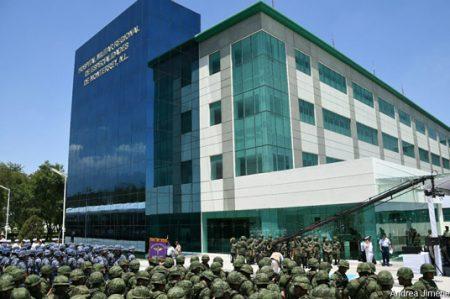 Inaugura Peña Nieto Hospital Militar