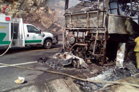 Arde autobús con turistas en Chiapas; no hay heridos