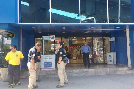 Empleados de Famsa se llevan el susto del día