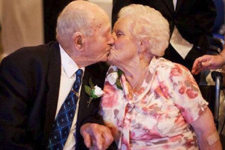 Joyce y Frank mueren juntos tras 77 años de matrimonio