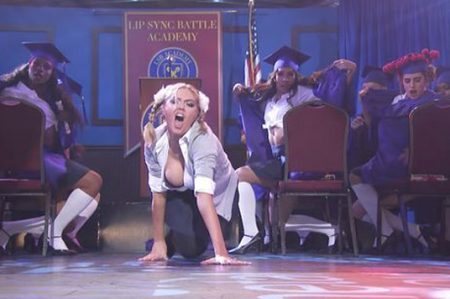 Kate Upton canta 'One More Time'