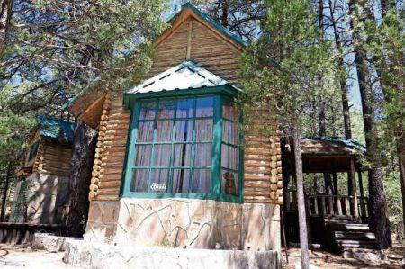 Javier Corral tiene cabaña en área protegida, denuncian