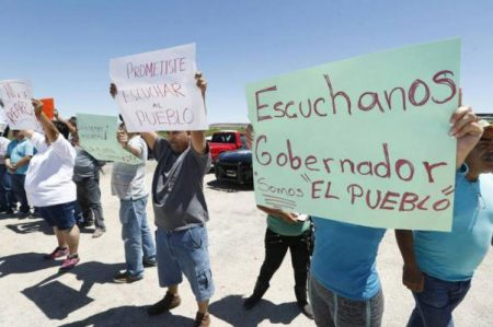 Protestan contra políticas de Corral