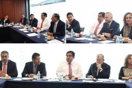 Senadores de Izquierda se reúne con candidatos a embajadores