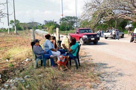 Detienen a 11 campesinos que bloqueaban acceso a parque eólico
