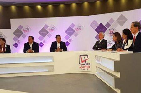 Cruzan acusaciones por corrupción en debate