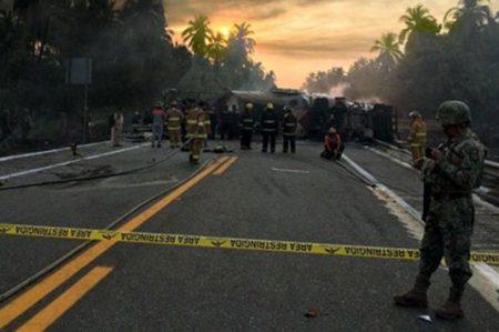 Reportan al menos 28 muertos por accidente en carretera Siglo XXI