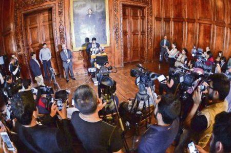 Al gobernador Corral no le gustan los medios, pero pone el suyo