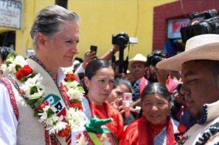 Ofrece Del Mazo construir hospital para mujeres mazahuas