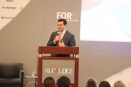 Expone Cienfuegos reto de elevar calidad de servicios para 'Ciudades Inteligentes'