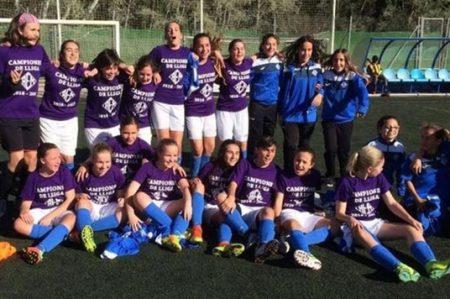 Equipo de mujeres gana liga de futbol masculina en España