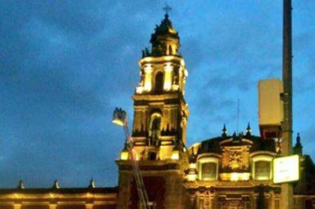 Rescatan a hombre en cúpula de iglesia de Santo Domingo (VIDEO)