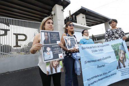 Madres de desaparecidos en Veracruz 'visitan' a Duarte en Guatemala