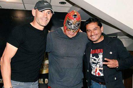 Paco Jémez se divierte en la lucha libre