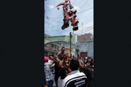 Queman en Pachuca a 'judas' de Donald Trump
