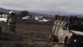 Camioneta utilizada para robo de combustible se incendia en Puebla