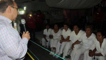 Representante de ONU visita a enfermeras en huelga de Chiapas