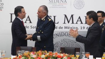 SEP y Sedena reconocen al magisterio y a la reforma educativa