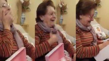 Abuela se sorprende al recibir el regalo que anheló durante toda su infancia (VIDEO)