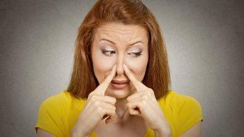 Conoce algunos alimentos que causan mal olor corporal
