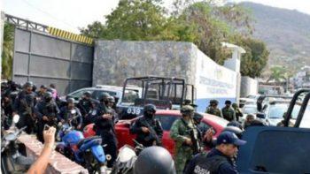 Vinculan a proceso a 20 policías municipales de Zihuatanejo, Guerrero