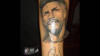 Aficionado se tatúa el rostro de Oribe Peralta
