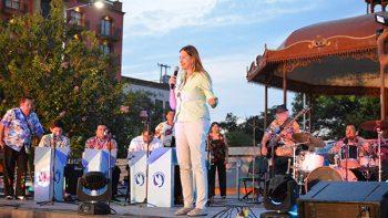 Bailan a ritmo de salsa y cumbia con la Orquesta de Pepe Ramos